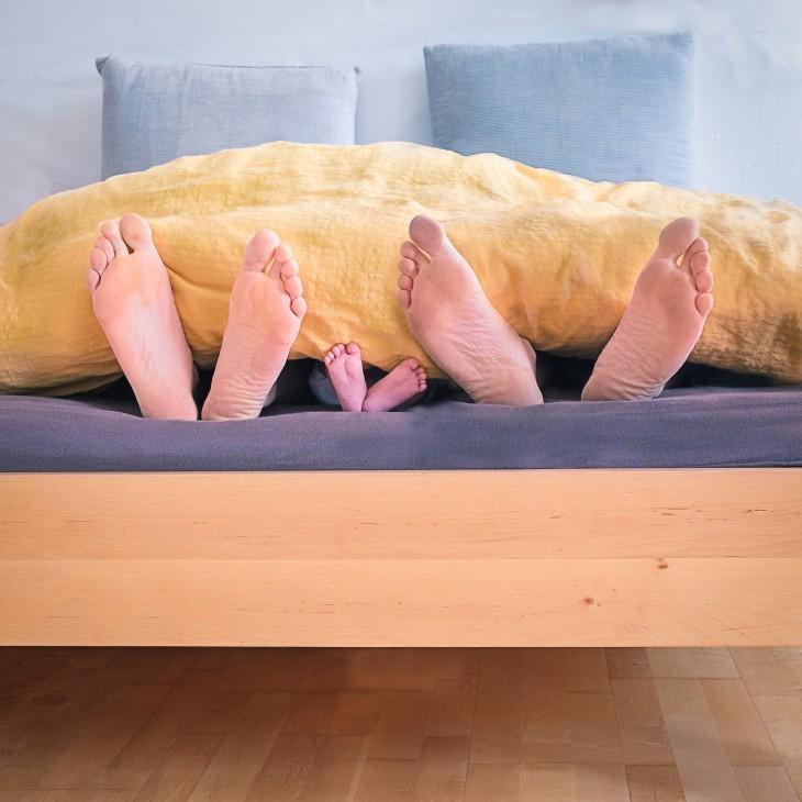 Co-sleepingul - beneficiu sau capcană pentru copil?