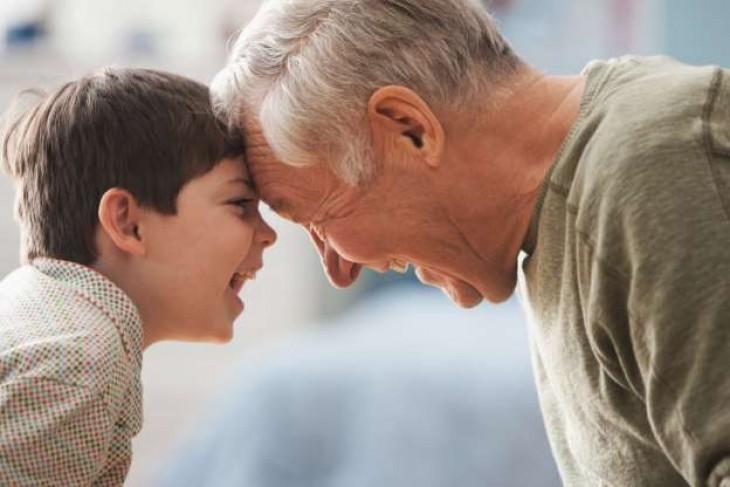 Bunicii, izvor nesecat de iubire pentru nepoți